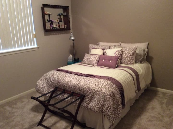 Comfortable & homey spacious room /1 full size bed