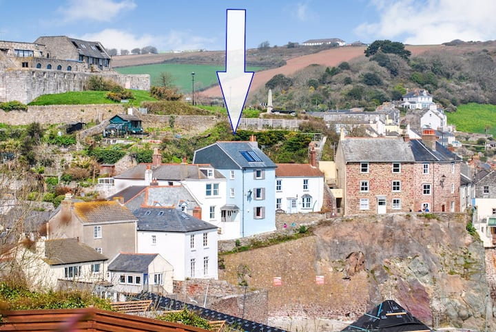 Beautiful large cottage overlooking Cawsand beach