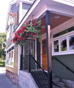 Lucky Bed & Breakfast: Perfect Downtown Location!