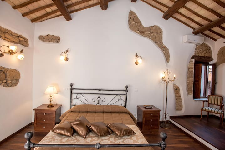 "Luxury Relais "" Whole Villa in Old Town"