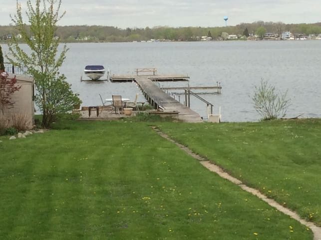 Modern home. Beautiful lake views. - Cedar Lake - Talo