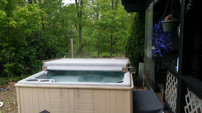 3br 1.5 baths, pool hot tub kitchen - Greenwood - Hus