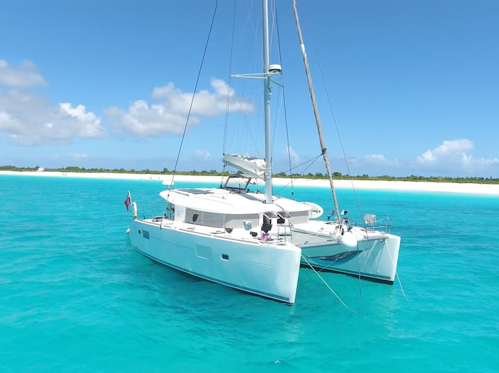 Luxury family catamaran in the San Blas Islands