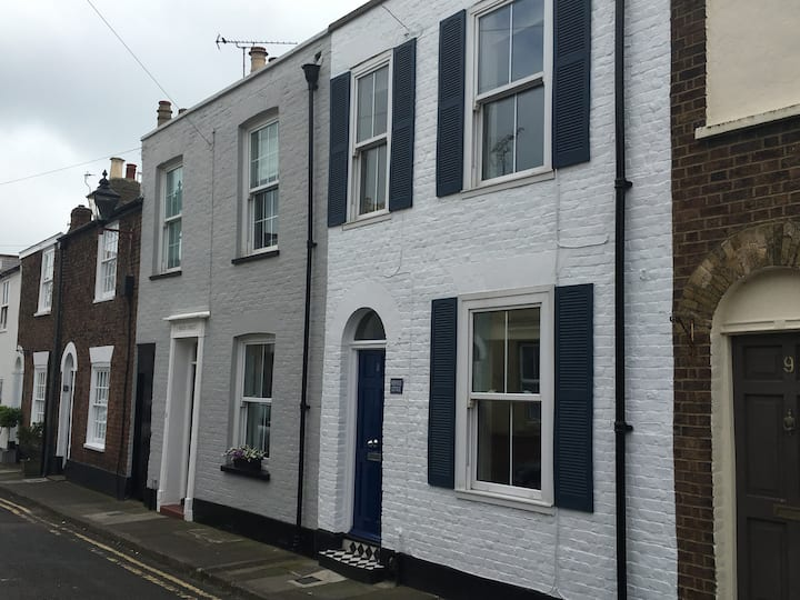 Seaside period cottage in Deal's Conservation Area