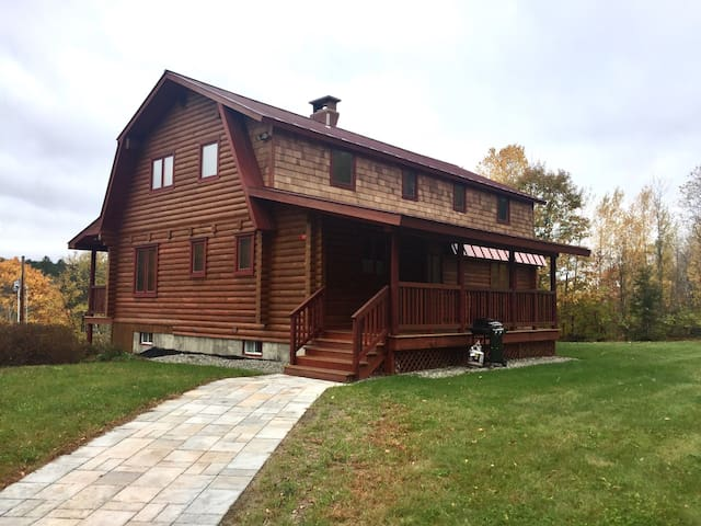 Sugar Hill Cabin sleeps 22 in beds! - Royalton