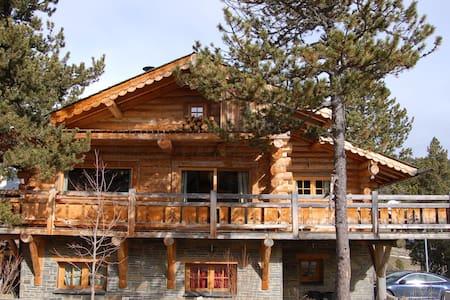 Chalet en rondins de 135 m² proche station ski - Formiguères - Chalet