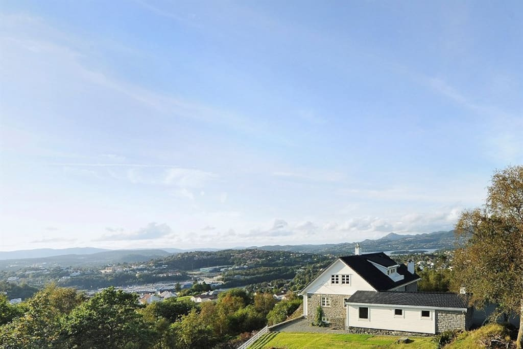 The guest house is located at Smørås, with a fantastic view of Bergen and Fana. You can  spot all the seven mountains that surround Bergen from the property.