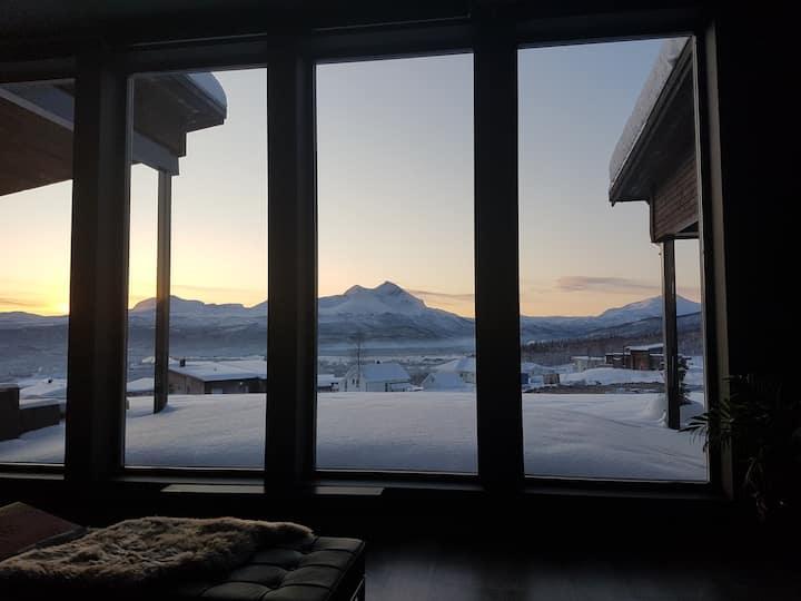 Arktisk residens med fantastisk utsikt og standard