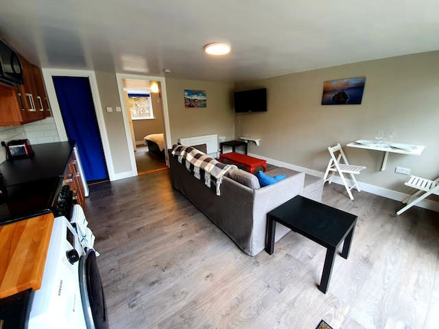 Cosy Flat for Exploring Ireland's Reeks District