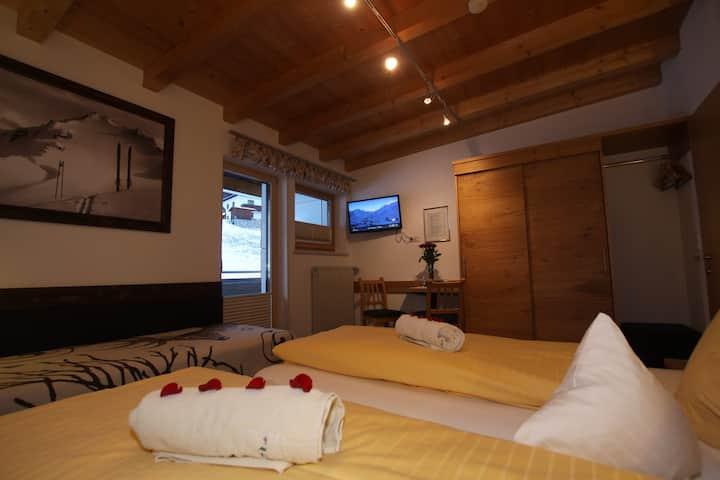 Dreibettzimmer mit Frühstück,  St. Anton/Arlberg