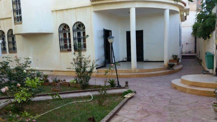 Super Appart avec jardin - Ain El Turk - Wohnung