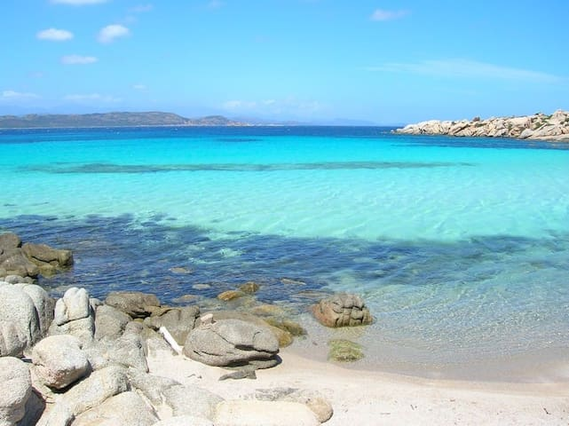 villa tout confort, piscine, plages à 100 mètres.