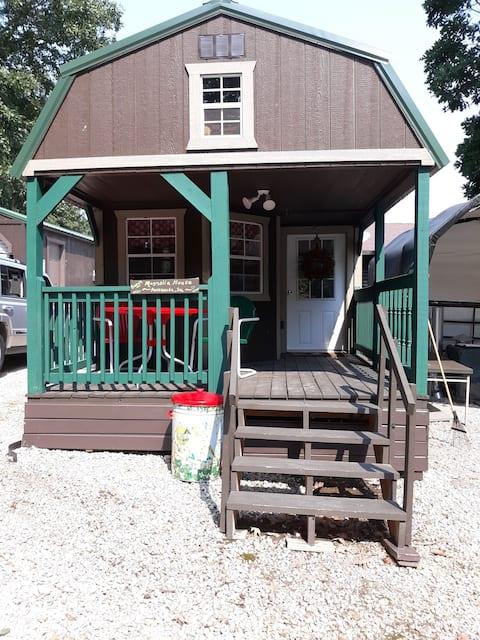 Promised Land Farm B&B--TINY HOUSE