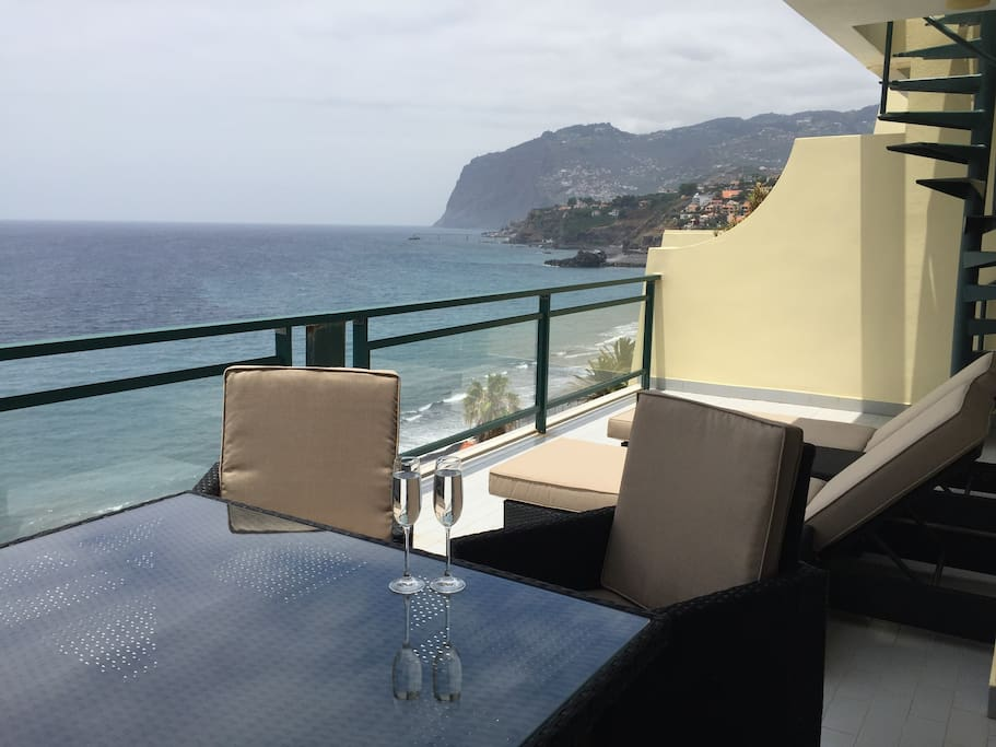 Private balcony with sea and mountain view