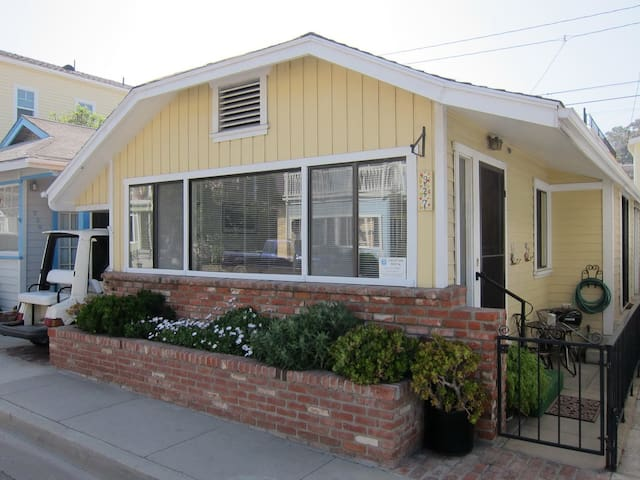 Charming Cottage on the Flats, 2.5 Block from Downtown, WIFI, Crib - 327 Claressa Ave.