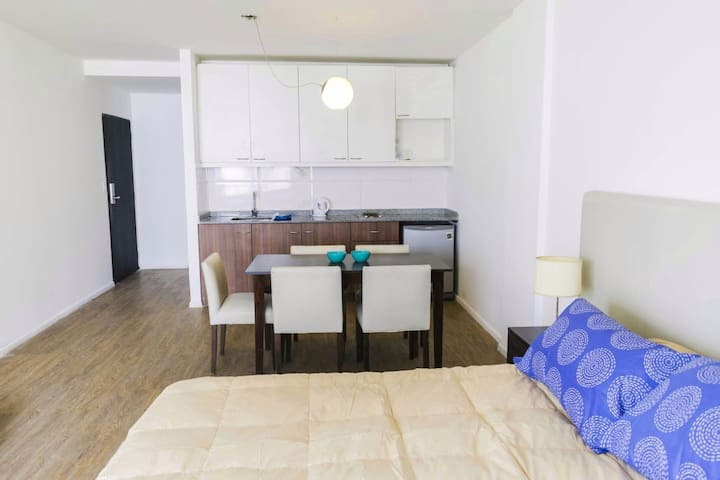 Bright studio with rooftop pool in San Telmo
