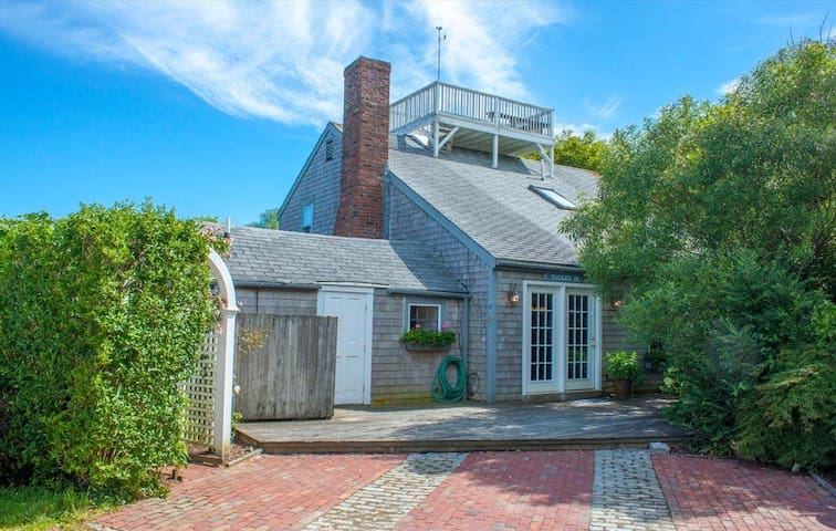 29 Washington St - In the heart of Nantucket!