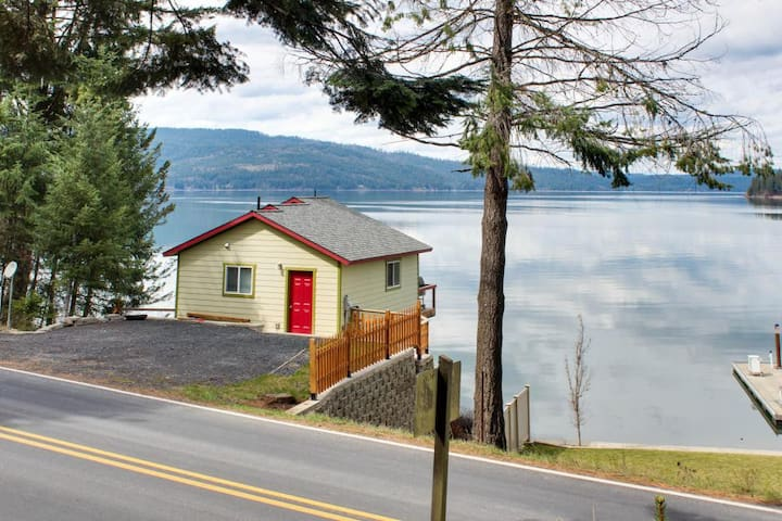 The Bayview Cottage - Private Dock & Balcony
