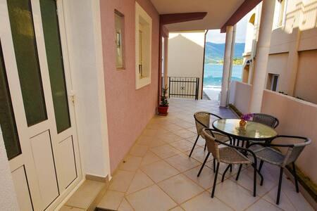 Bella di Boka-Comfort Apartment with Private Beach - Krašići