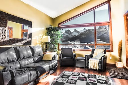 SunView -Vaulted Ceiling Stunning Mountain Views