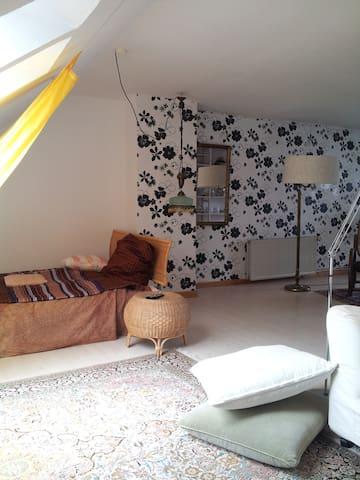 Atelierzimmer im Grünen - Kronshagen - Apartamento