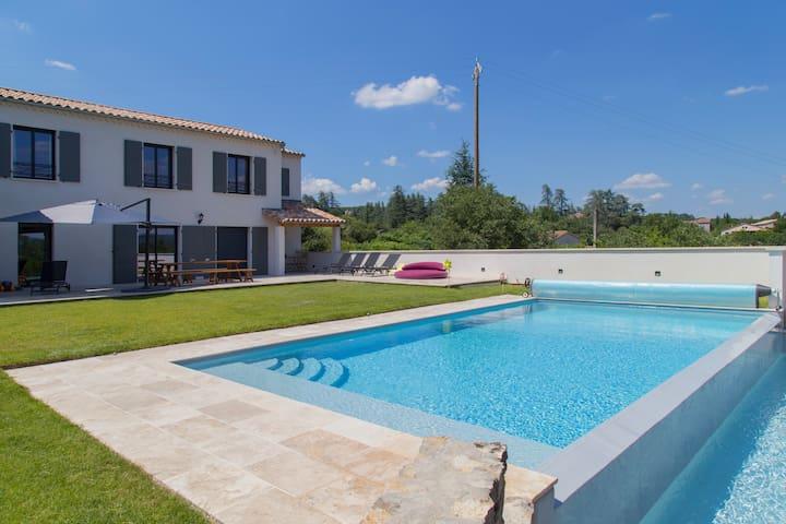 Villa type Mas haut de gamme avec piscine chauffée
