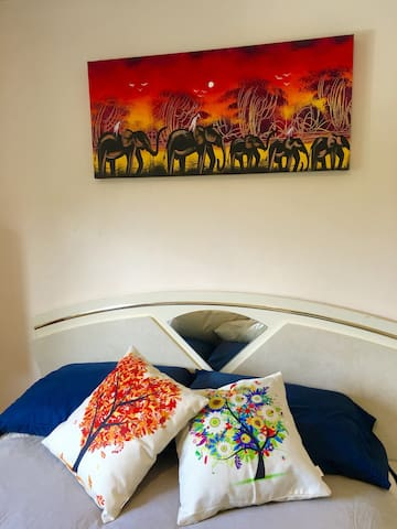 Hilarious matching 1980s headboard. African art to get you in the rhythym.