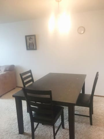 Hazen 2 bd, 1 ba fully furnished with kitchen
