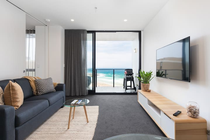 """""""The Aire"""" Luxury Beachfront Apartment, Newcastle"""