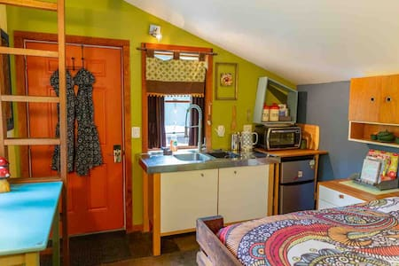 Moonbeam Bungalows:Satellite Cabin