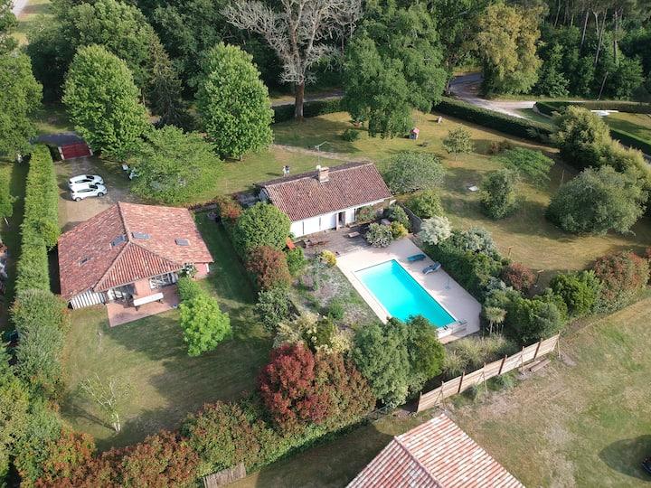 Propriété Deslys, piscine, 10mn plage et lac Léon