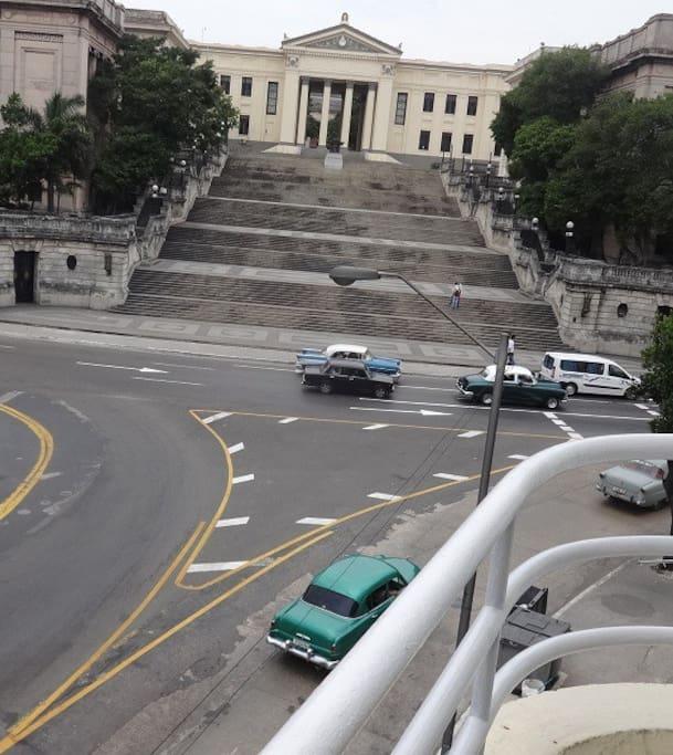 Vista desde el Balcon de la casa.Escalinata Universitaria