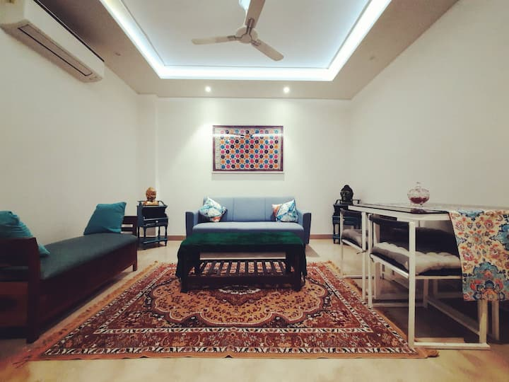 Wild Walk Chalet, bohemian 2bhk, Central Delhi