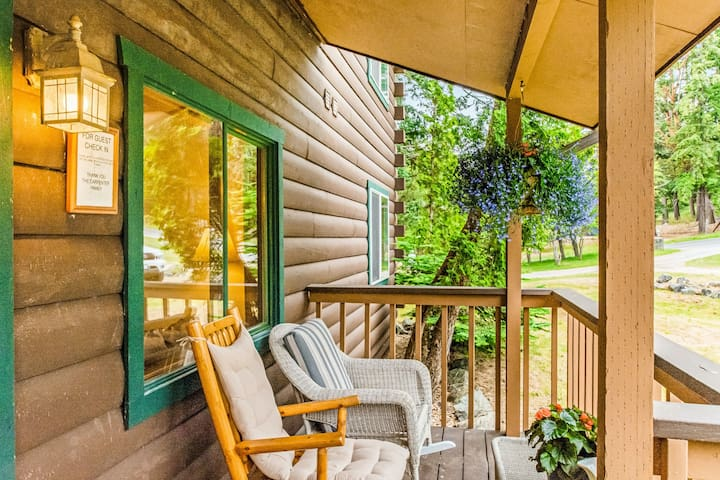 New listing! Studio overlooking Deer Harbor w/ fireplace & shared grill area!