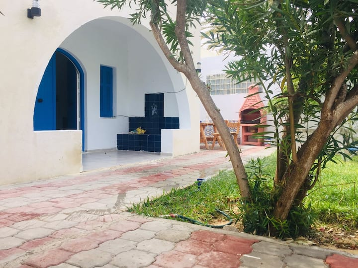 Villa située à 5 mètres de la plage pret du casino