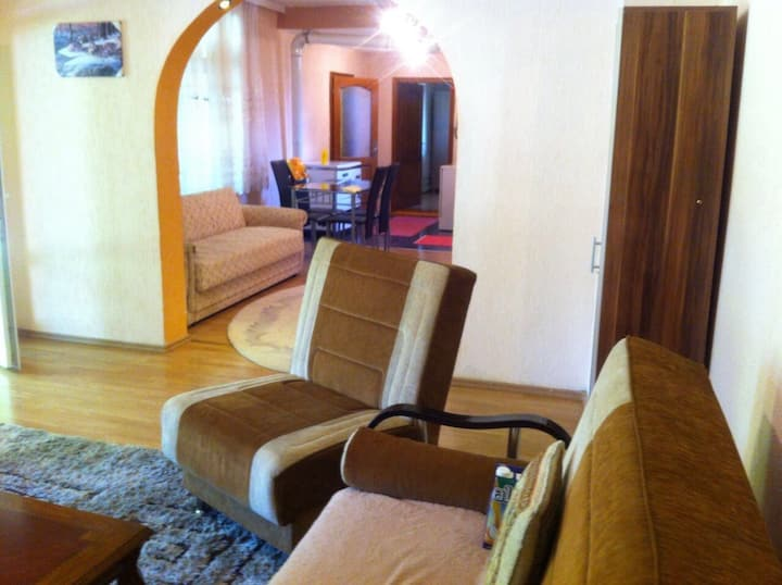 House for rent, first flor with garden