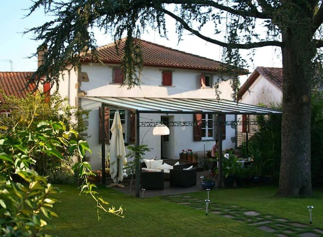 ESPELETTE - BARBERANIA - Chambre d'Hotes Anis - Espelette - Bed & Breakfast