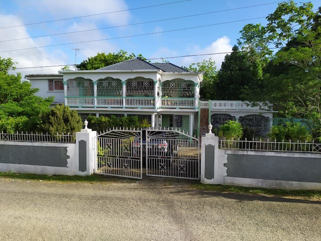 Hillside Retreat, Ocho Rios/Kingston Jamaica