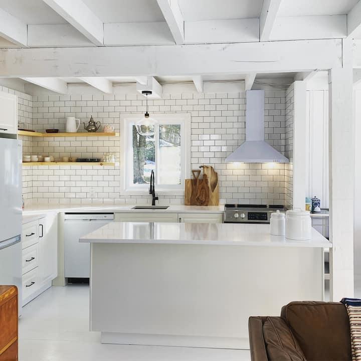 NEW: Cottage+Loft+Garage+access to lake🌿 LT rental