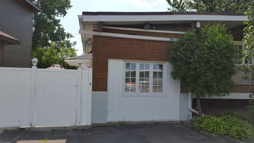 Quiet corner - Laval - House