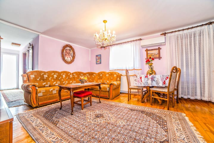 Flooring,Furniture,Room,Indoors,Living Room