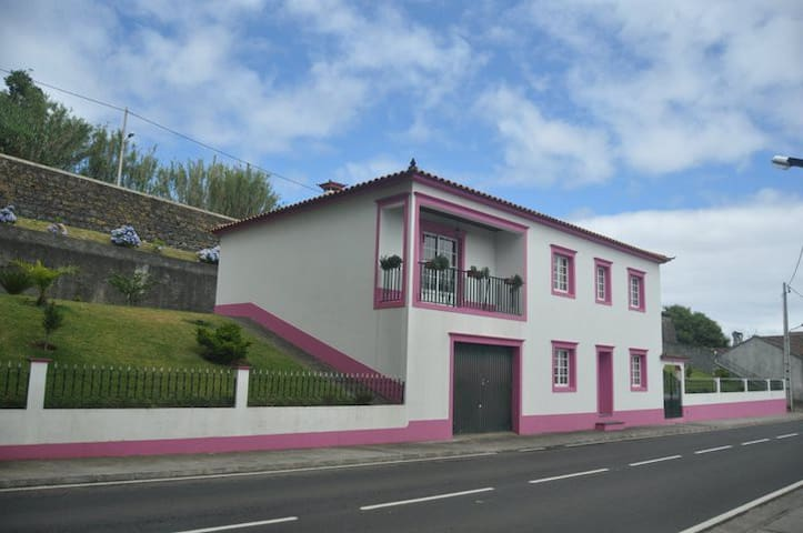 Extraordinary 3BR Ajuda da Bretanha w/Upscale Amenities & Serene Setting - Ponta Delgada - House