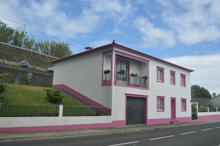 Extraordinary 3BR Ajuda da Bretanha w/Upscale Amenities & Serene Setting - Ponta Delgada - Ev
