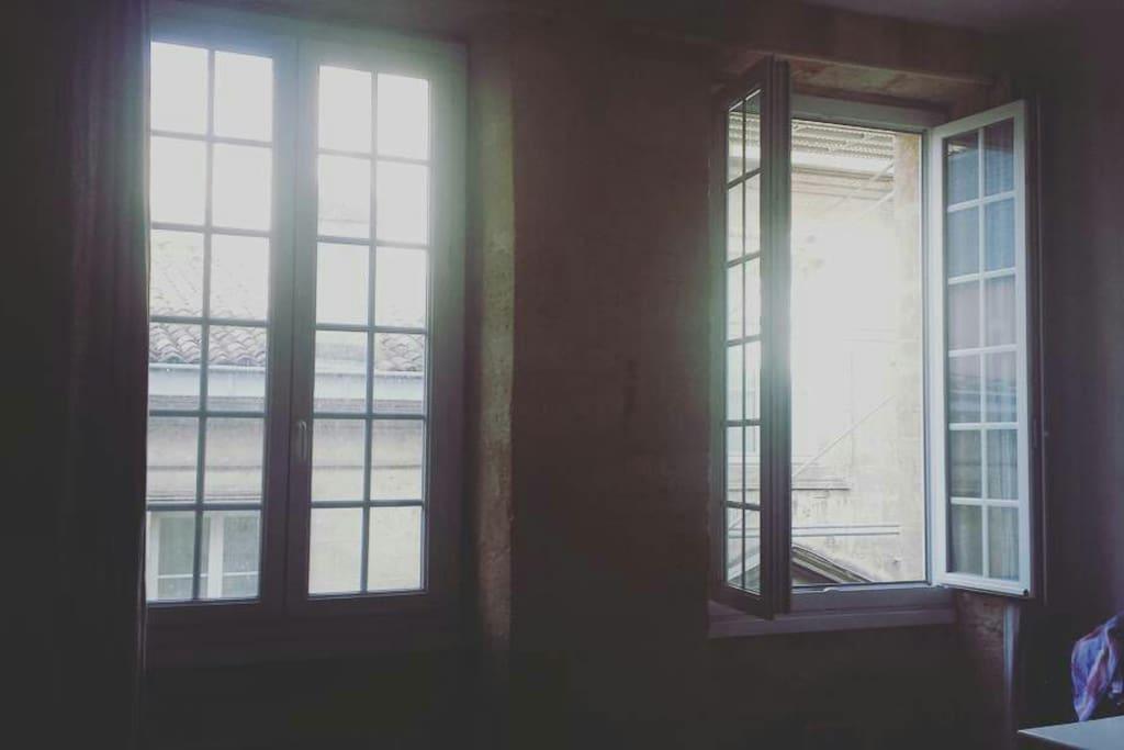 Charmant appartement avec son cachet de 40m2 wohnungen for Appartement bordeaux 40m2