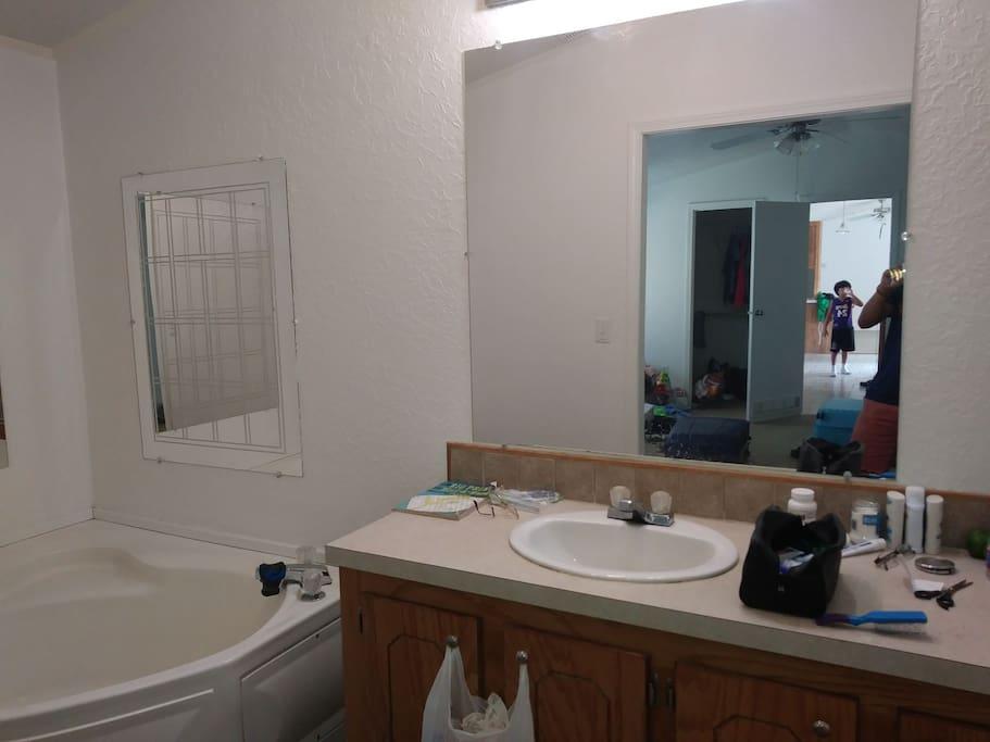 Jacuzzi style bath. suite