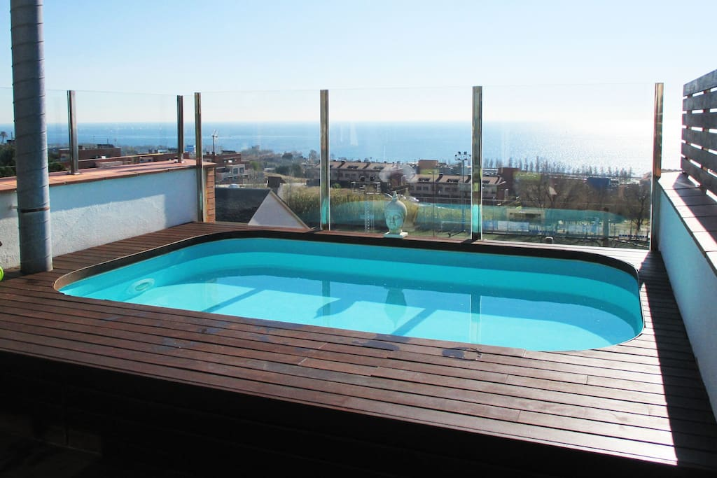 Roof Top swimming pool with sea view