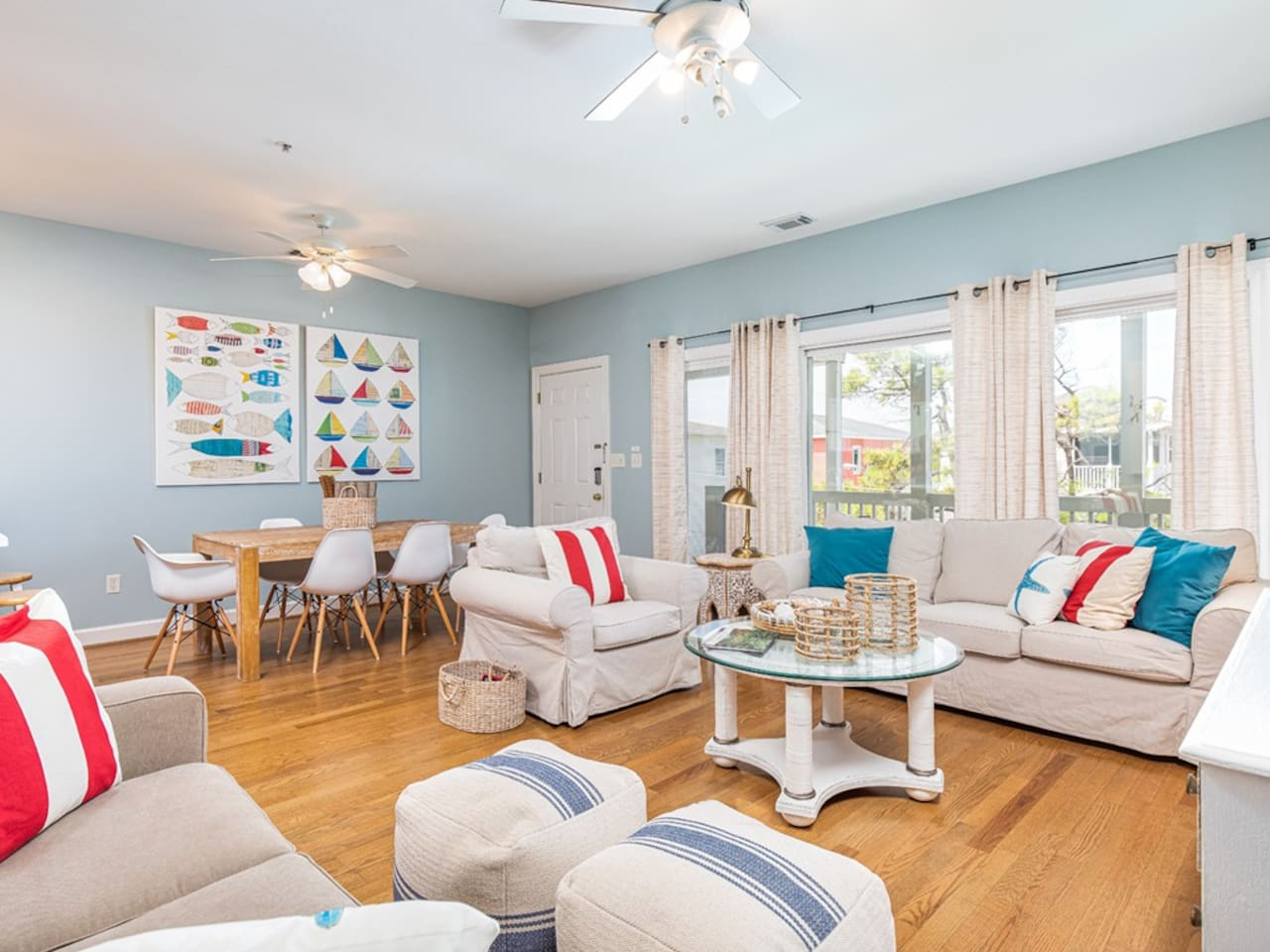 Idle A While 2B - Bright and Beachy Living area