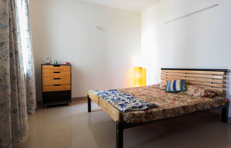 Private Room in Chill Neighborhood - Bangalore - Apartamento