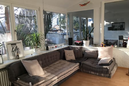 Ground floor flat with garden and sunroom lounge - München