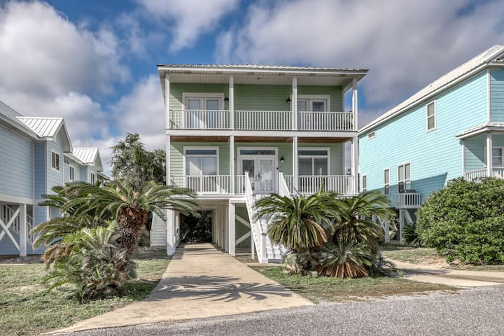 Gulf view cottage w/deck, beach access & shared pools/hot tub